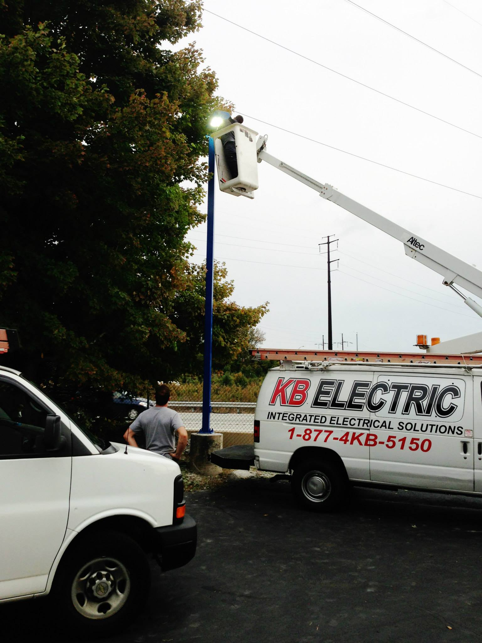 commercial electrician - parking lot lighting